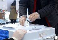 역대 최고 26.69%…새 역사 쓴 사전투표, 여야 유불리는 물음표