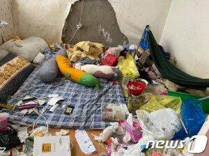 '집 곳곳에 쓰레기, 악취'…7·9살 남매 방임한 40대 부부 입건