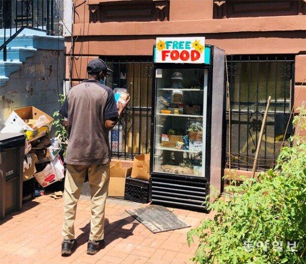"""饱受食物不足之苦的纽约出现""""免费冰箱"""""""