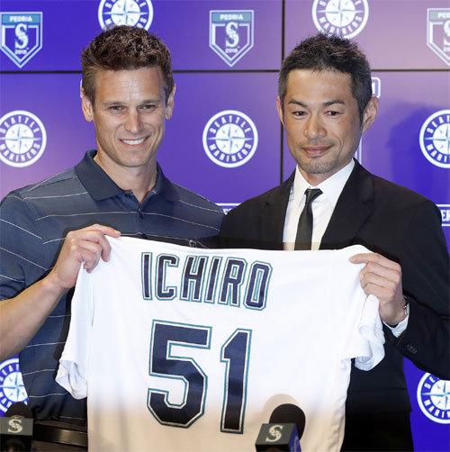 timeless design be5d9 84cce Ichiro Suzuki returns to Seattle Mariners under 1-year deal ...