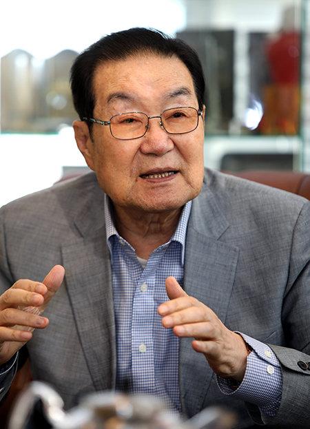 """이세기 한중친선협회 회장은 """"중국은 대북제재 강화를 통한 북한 변화 및 한반도 통일을 위한 한·미·중 공조는 수행 불가능한 임무라고 단언한다""""고 전했다. [김성남 기자]"""