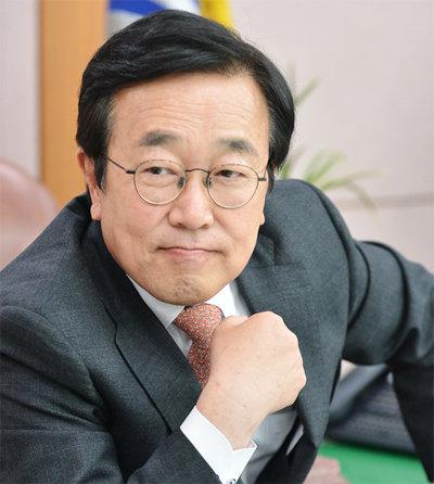 """""""홍준표 대신 젊은 인물로 당 얼굴 바꿔야"""""""