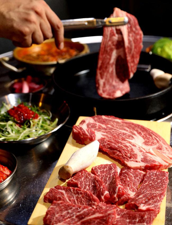 질 좋은 수입 고기를 안정적으로 확보한 것이 창업 성공의 주요 요인으로 작용했다.