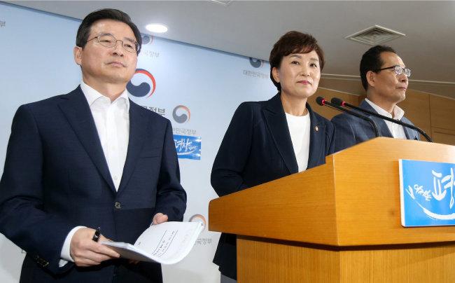 2017년 8월 2일 김현미 국토부 장관이 주택임대사업자 양성화 등 부동산 대책을 발표하고 있다. [동아DB]