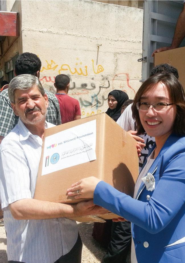 2017년 6월 위러브유 회원들이 요르단 난민촌에 거주하는 시리아 난민들의 건강과 생활을 돕고자 식료품을 지원했다. [박해윤 기자]