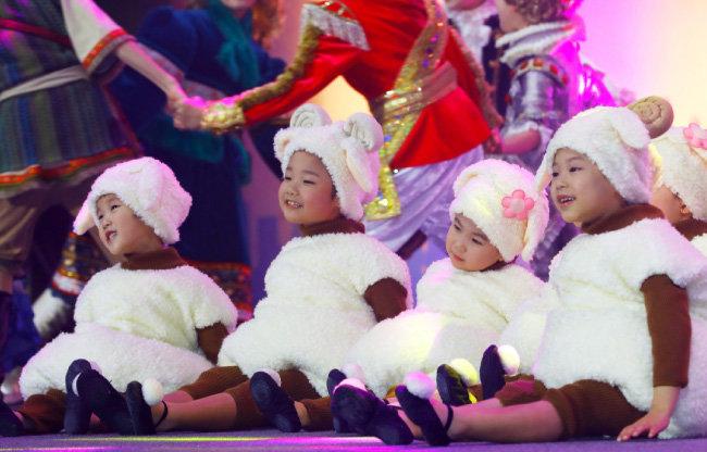 새생명합창단이 '새생명 사랑의 콘서트'의 서막을 열었다. [박해윤 기자]