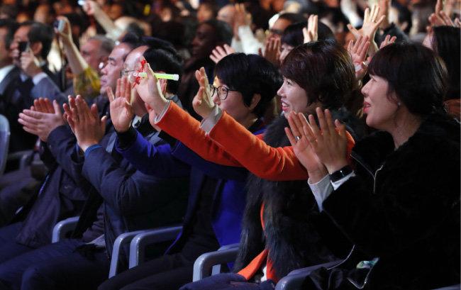 출연진들의 열정적인 무대에 객석에서는 박수가 터져 나왔다. [박해윤 기자]