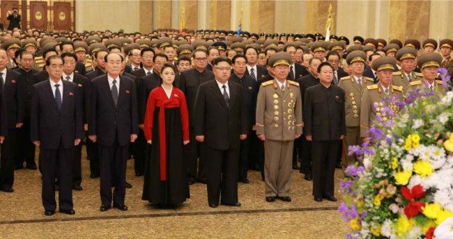 1월 1일 0시 김정은 북한 노동당 위원장이 금수산태양궁전을 방문했다고 노동신문 1월 1일자가 보도했다. [뉴스1]