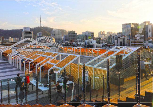 서울 종로구 세운상가 옥상. 리모델링을 통해 서울시민의 쉼터가 되었다. [박해윤 기자]