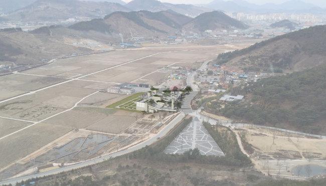 승효상이 최근 설계를 끝낸 경남 김해시 봉하마을의 노무현대통령기념관 조감도. [이로재 제공]