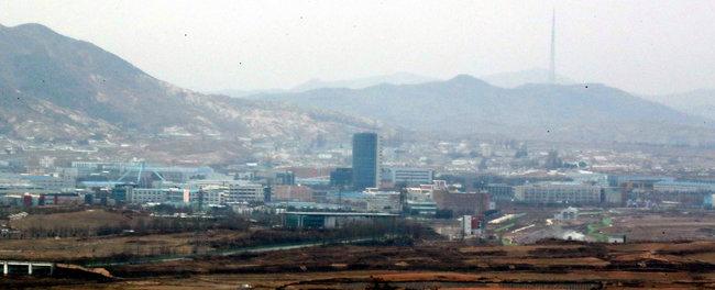 2017년 12월 28일 경기 파주시 도라전망대에서 바라본 북한 개성공단. [최혁중 동아일보 기자]