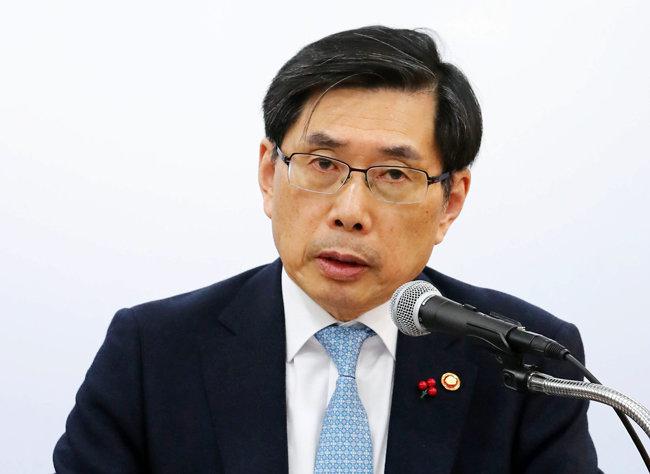 박상기 법무부 장관이 1월 11일 법무부에서 가상화폐 규제안을 발표하고 있다. [스포츠 동아]
