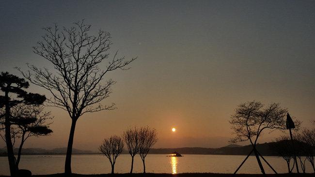 2017년 12월 31일 강원 강릉시 경포대 일몰. [정윤수]