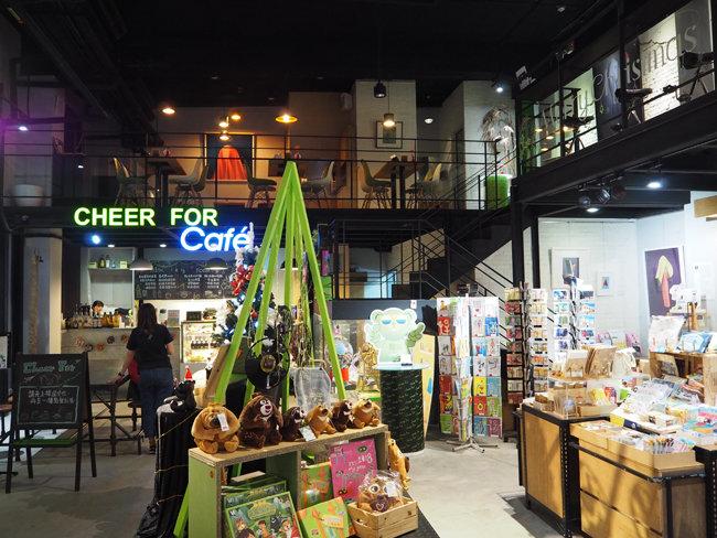 보얼예술특구 내에는 예술 공간뿐만 아니라 서점, 카페, 공예품 판매점 등이 다양하게 마련돼 있다. [최창근 객원기자]