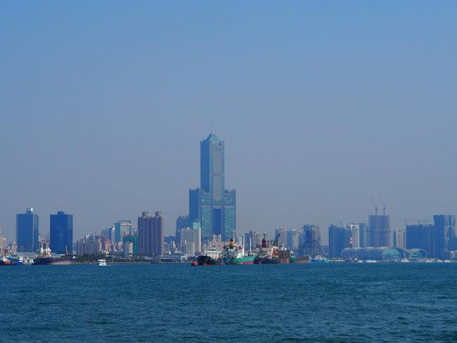 가오슝 풍경. 가오슝은 2007년 세계 3위 항구도시에 오른 후 중국 내 경쟁 항구의 부상으로 내리막길을 걷는 중이다. [최창근 객원기자]