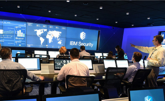 IBM 인공지능 '왓슨'을 적용한 보안관제센터. [Pixabay]