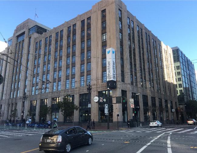 샌프란시스코 시청 근처 마켓스트리트에 있는 트위터 본사. 샌프란시스코를 떠나 다른 도시로 둥지를 옮기려던 트위터는 에드 리 시장의 세금 감면 제안을 받고 이곳으로 본사를 옮겼다. [사진제공·황장석]
