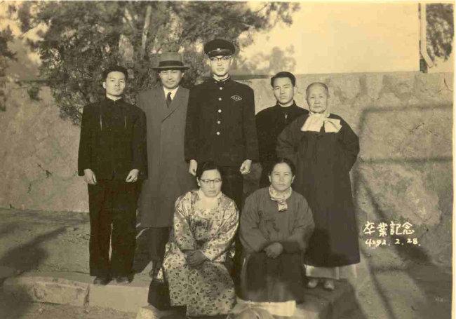 1959년 2월 28일 경기고 졸업식 때 사진이다.