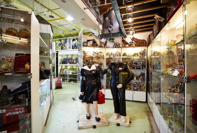 1970~80년대 많은 가정에 있던 '못난이 인형' 등 다양한 추억의 물건을 전시하는 옛날물건박물관. [홍중식 기자]
