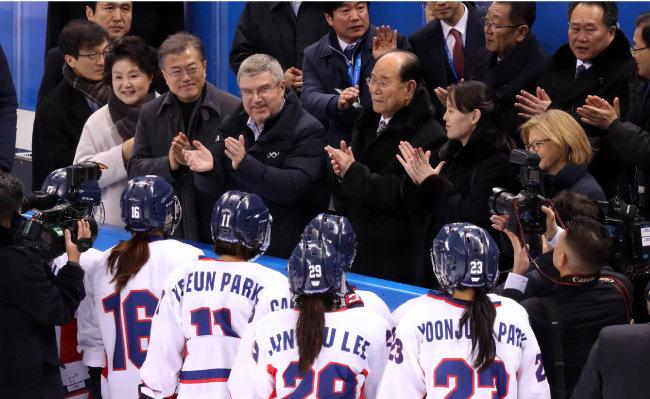 2월 10일 강원 강릉시 관동하키센터에서 여자아이스하키 남북단일팀과 스위스의 경기가 열렸다.