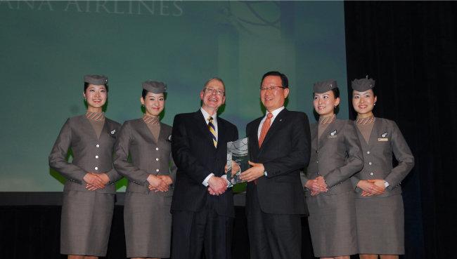 아시아나항공은 2009년 항공업계의 노벨상으로 불리는 'ATW 올해의 항공사'로 선정됐다. [아시아나항공]