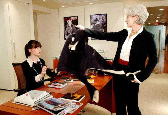 젊은 인턴의 직장 생활을 보여주는 영화 '악마는 프라다를 입는다'. [스포츠 동아]