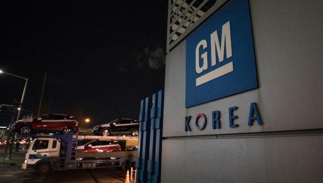 한국GM 부평공장의 '주인'은 새나라자동차→신진자동차→새한자동차→대우자동차→한국GM으로 바뀌어왔다. [동아DB]