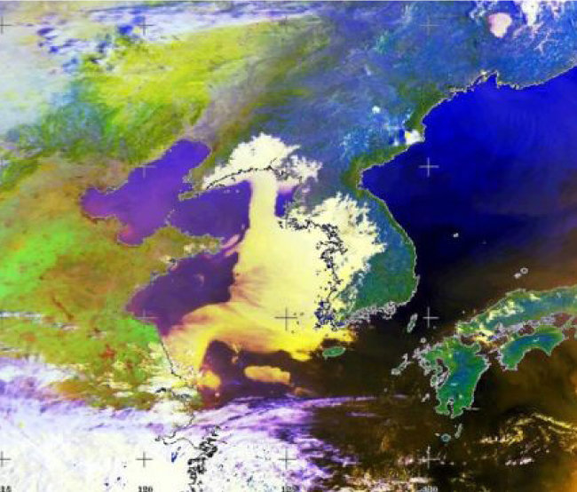 미국 국립해양대기국이 3월 25일 촬영한 위성사진. 중국에서 온 미세먼지가 수도권, 충청, 호남으로 퍼지고 있다. [고려대환경연구소 제공]