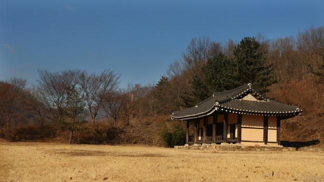 충북 진천의 김유신 장군 생가터. 김유신은 신라 진평왕 17년(595)에 태어났다. 김유신 장군의 탯줄은 탄생지 뒤편 태령산에 묻은 것으로 전해진다. [뉴시스]