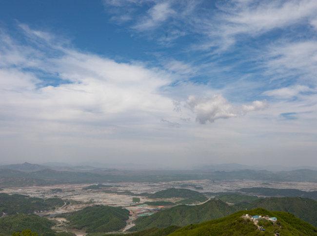고대산 정상에서 내려다본 철원평야. [지호영 기자]