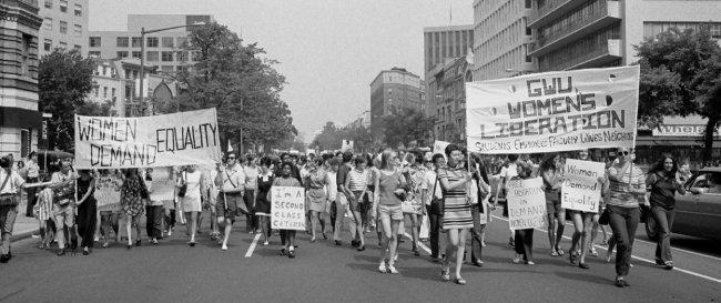 1970년 8월 미국 워싱턴 DC에서 열린 성 평등 요구 행진. 68혁명은 세계적으로 페미니즘 운동이 활발해지는 데 큰 영향을 미쳤다. [wikimedia commons]
