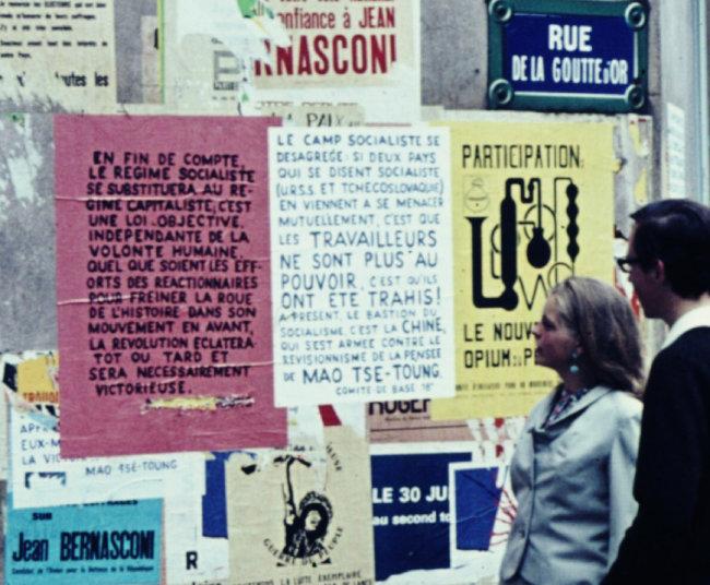 파리 시내에 각종 정치적 의견이 담긴 포스터가 붙어 있는 모습. 1968년 7월에 촬영된 것이다. [wikimedia commons]
