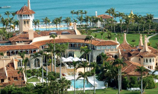 트럼프 대통령의 미국 플로리다 별장 '마라라고'. 호가가 2억5000만 달러까지 오른 바 있는 이 초호화 별장을 트럼프는 단돈 700만 달러에 매입했다. [동아DB]