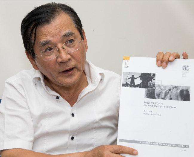 김대환 전 장관이 소득주도성장론의 한계를 설명하고 있다. [조영철 기자]