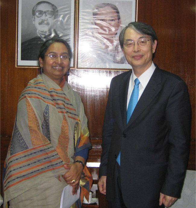 2010년 3월 15일 디푸 모니(왼쪽) 방글라데시 외무장관과 회담했다.