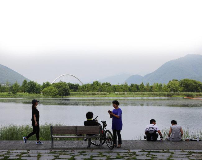 북한강 밝은광장 인증센터 앞 북한강 풍경. [박해윤 기자]