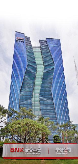 BNK경남은행에서는 25억 원가량의 대출금리 부당 청구가 일어났다. [동아DB]