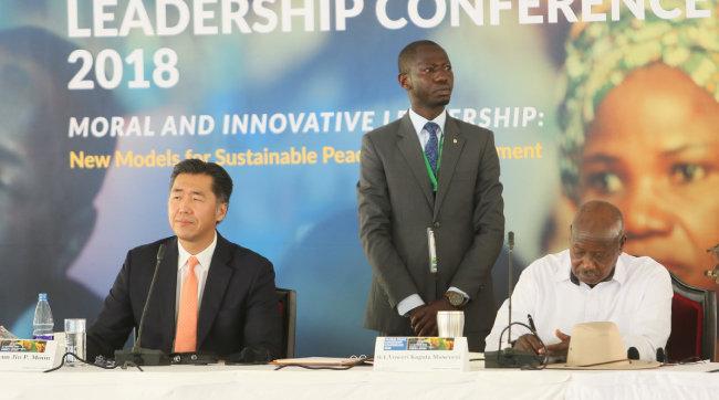 캄팔라 평화선언에 서명하고 있는 무세베니 우간다 대통령. [GPF 제공]