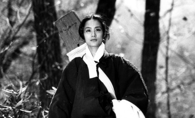 배우 장미희가 주연한 1986년 영화 '황진이'의 한 장면. [동아DB]