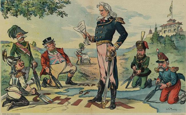 의화단이 외국인 거주지를 공격하자 일본 영국 미국 러시아 독일 등 8개국 연합군이 베이징으로 진군했다. [위키피디아]