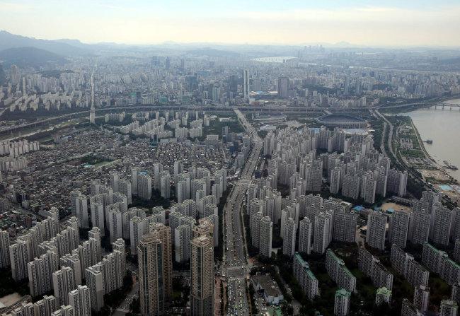 최근 몇 년간 매매가가 급격히 오른 서울 송파구 잠실동 아파트 단지. [홍진환 동아일보 기자]