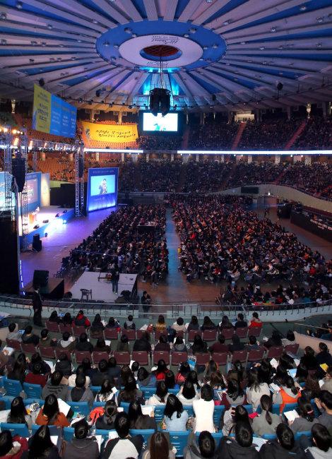 사교육업체 메가스터디가 2014년 2월 28일 개최한 신학기 설명회. 수많은 학부모와 학생들이 참석했다. [동아DB]