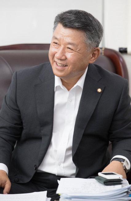 장석춘 의원은 문재인 정부의 소득주도성장은 세금주도성장일 뿐이라고 목소리를 높였다. [지호영 기자]