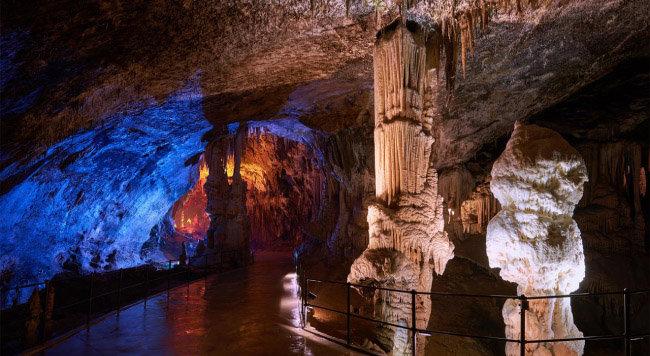 포스토니아 동굴.
