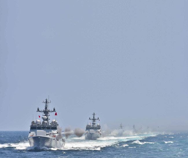 2002년 제2연평해전 때 전사한 황도현 중사 이름을 딴 '황도현함'(왼쪽).