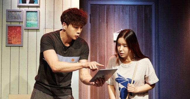셰어하우스에 사는 청춘들의 일상을 다룬 연극 '연애를 부탁해'. [인아츠컴퍼니 제공]