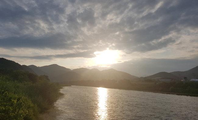 상주 상풍교  자전거길에서 본 강과 노을.
