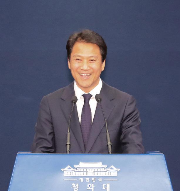 임종석 대통령비서실장이 4월 17일 청와대에서 남북정상회담 관련 기자회견을 열고 있다. [동아DB]