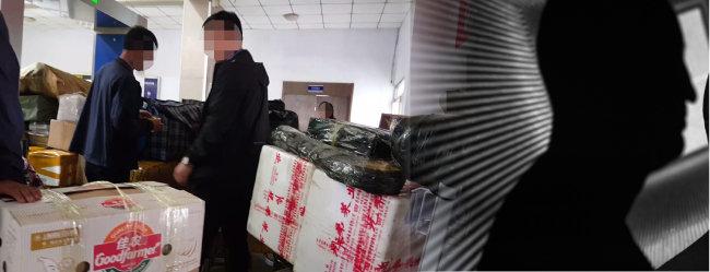 9월 20일 북한 주민들이 단둥세관 카트에 짐을 가득 싣고 출국 절차를 밟고 있다. [단둥=윤완준 동아일보 특파원]