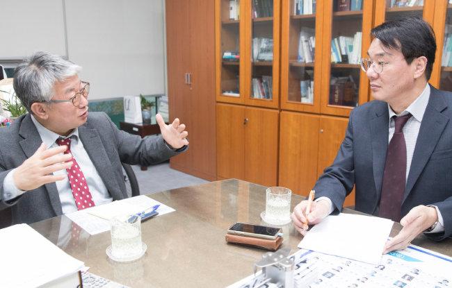 조응천 의원은 최근 법원 인사에서 이례적으로 유연성이 발휘됐다고 말했다. [지호영 기자]